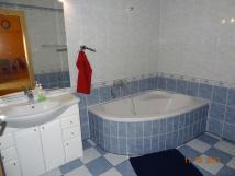 zadn-domek-koupelna