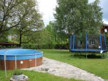 zahrada-s-trampolnou